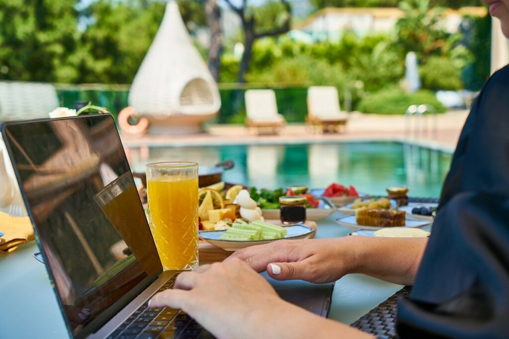 profitable blogging on holiday