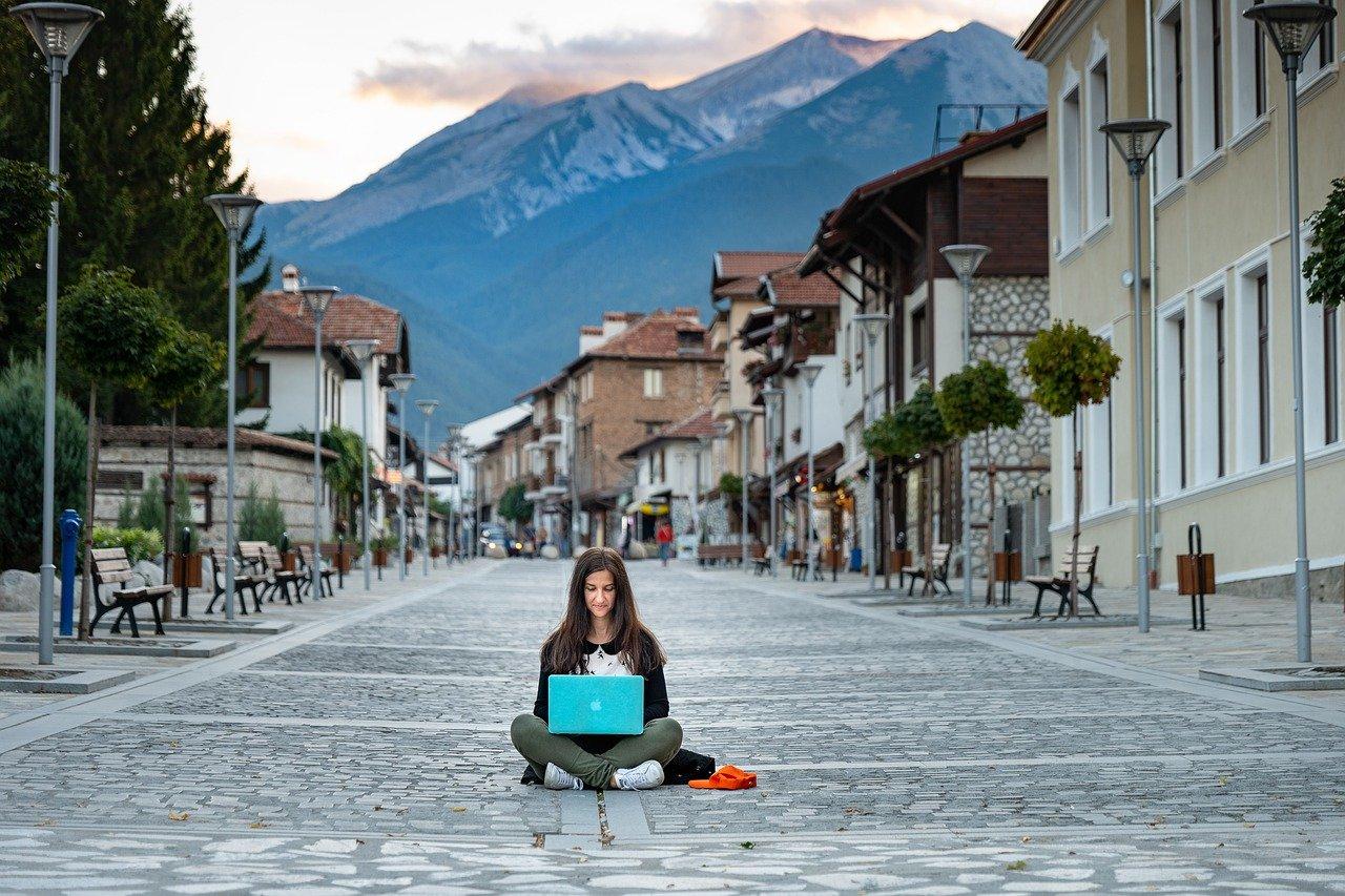 women blogging outside